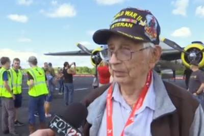 WWII veteran from Oklahoma enjoys 101st birthday at Tulsa Air and Space Museum